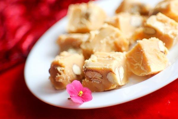 Рецепт конфет Коровка с орехами фото