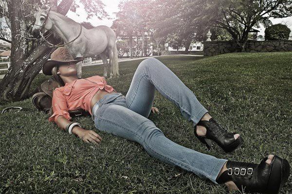 Определяем правильный размер женских джинсов: советы и таблица размеров